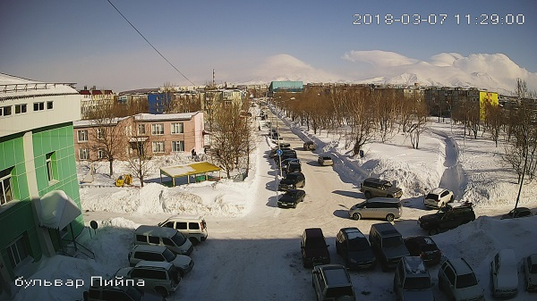 Web cam Kamchatka, Petropavlovsk-Kamchatsky, Piipa boulevard and volcanoes