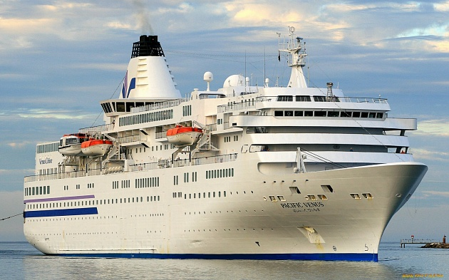 The cruise liner Pacific Venus approached the shores of Kamchatka